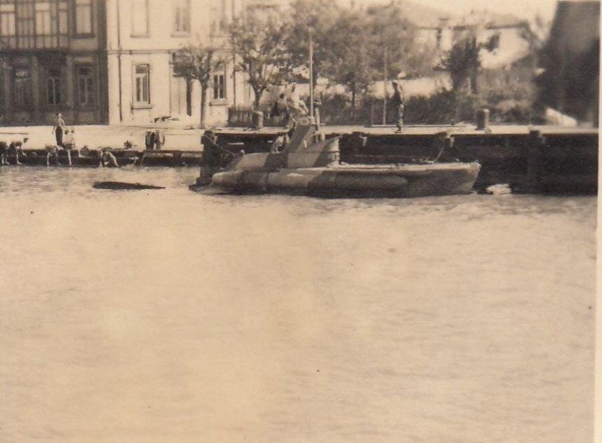 former-italian-cb-midget-submarine-at-costanza-romania-late-1943.jpg